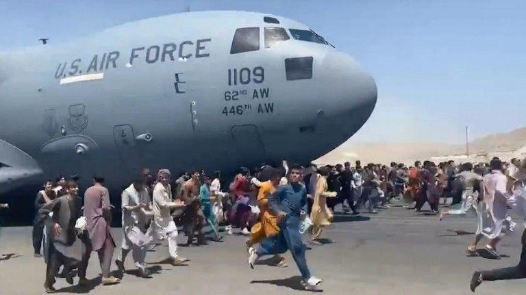 Αποκλεισμός 118 Αφγανών που φοιτούν στο πανεπιστήμιο της Ρώμης στην Καμπούλ | tanea.gr