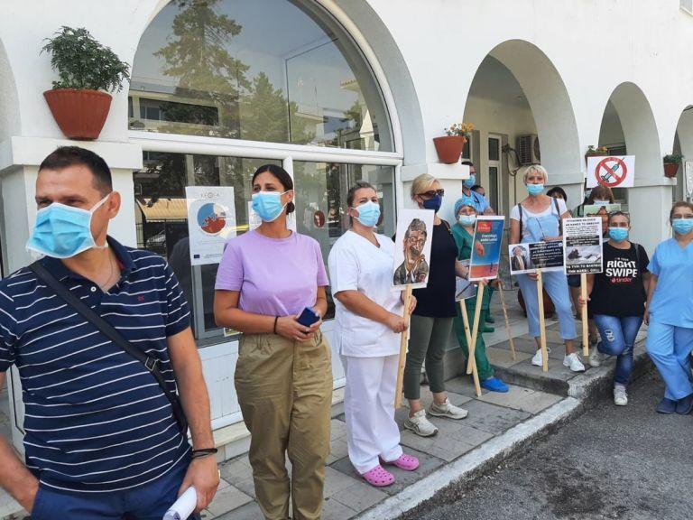 Κοζάνη – Διαμαρτυρία ενάντια στην υποχρεωτικότητα του εμβολιασμού από νοσοκομειακούς   tanea.gr