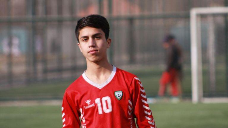 Νεκρός 19χρονος διεθνής ποδοσφαιριστής που έπεσε από στρατιωτικό αεροσκάφος   tanea.gr