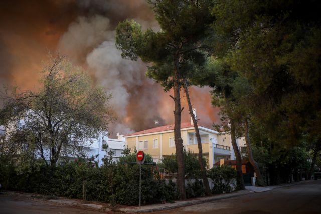 Φωτιά στη Βαρυμπόμπη – Μάχη με τον χρόνο δίνουν οι πυροσβέστες – Απομακρύνθηκαν οι εγκλωβισμένοι   tanea.gr