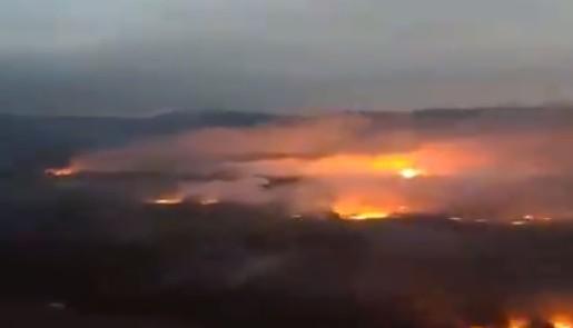Φωτιές – Συγκλονιστικό βίντεο της Πολεμικής Αεροπορίας για τις φωτιές | tanea.gr