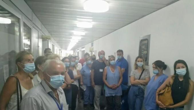 Πάτρα – Κατάληψη για την υποχρεωτικότητα του εμβολιασμού στο νοσοκομείο Αγιος Ανδρέας | tanea.gr