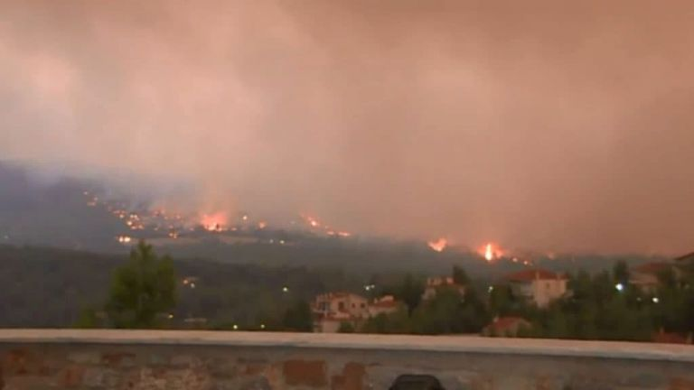Βίντεο ντοκουμέντο από τις προσπάθειες των πυροσβεστών στα Βίλια | tanea.gr