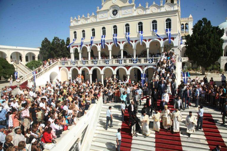 Συναγερμός στην Τήνο για τον Δεκαπενταύγουστο | tanea.gr
