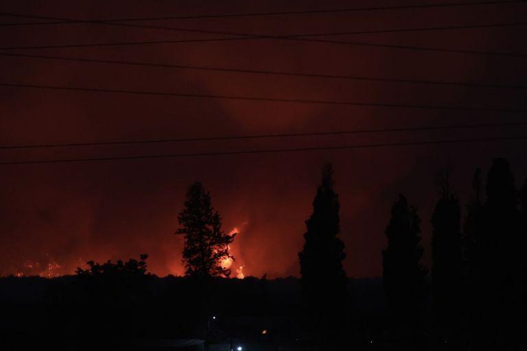 Ανεξέλεγκτη η φωτιά στην Εύβοια – Εκκενώνονται κι άλλοι οικισμοί   tanea.gr