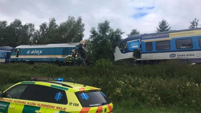 Τσεχία – Σύγκρουση τρένων με δύο νεκρούς και δεκάδες τραυματίες | tanea.gr