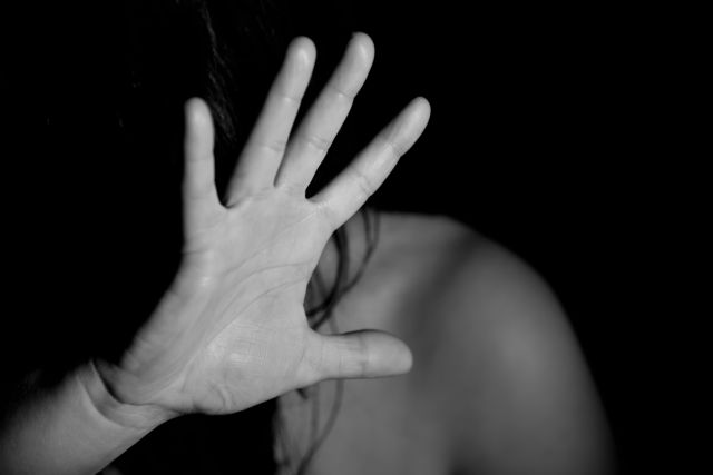 Ικαρία – Σοκαριστική καταγγελία για βιασμό – «Φώναξα, τον χτύπησα να με αφήσει και άρχισα να κλαίω» | tanea.gr