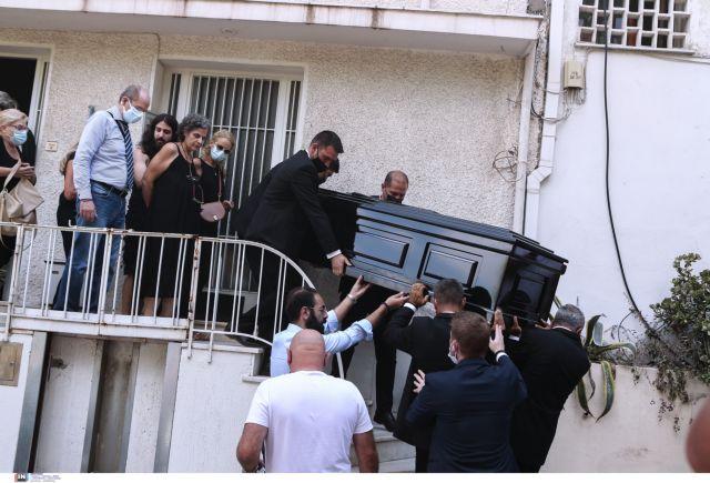 Μίκης Θεοδωράκης – Βουβός πόνος στη γειτονιά του στου Φιλοπάππου – Συνεργάτες και φίλοι αποχαιρετούν τον παγκόσμιο έλληνα | tanea.gr
