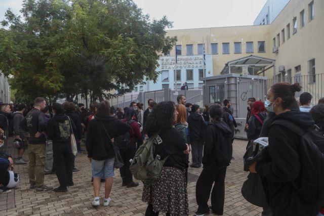 Εκπαιδευτικός για Σταυρούπολη – «Εχει μαζευτεί η Χρυσή Αυγή από όλη τη Θεσσαλονίκη»   tanea.gr