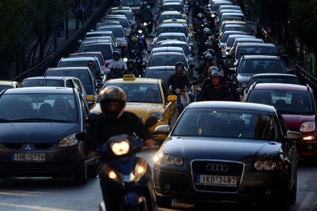 Κίνηση – Απίστευτο μποτιλιάρισμα στην άνοδο του Κηφισού λόγω τροχαίου | tanea.gr