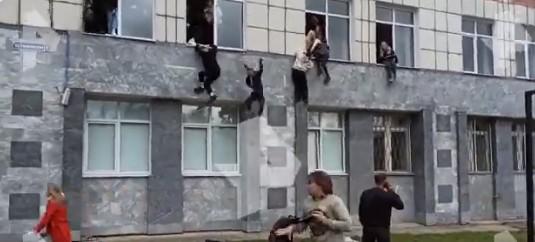 Ρωσία – Τουλάχιστον πέντε νεκροί μετά από επίθεση ενόπλου σε Πανεπιστήμιο - Μαθητές πηδούν από τα παράθυρα για να σωθούν | tanea.gr