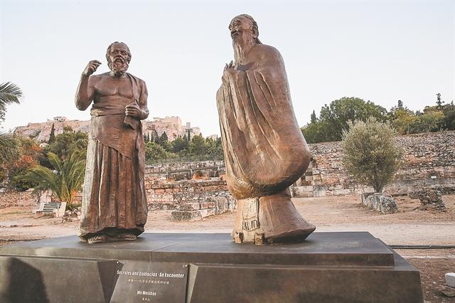 Ο Σωκράτης ξεναγεί τον Κομφούκιο στην Αρχαία Αγορά | tanea.gr