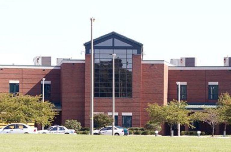 ΗΠΑ – Πληροφορίες για πυροβολισμούς σε σχολείο στη Βιρτζίνια   tanea.gr