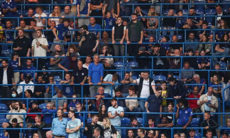 Premier League – Όρθιοι οπαδοί στα γήπεδα ύστερα από 27 ολόκληρα χρόνια   tanea.gr