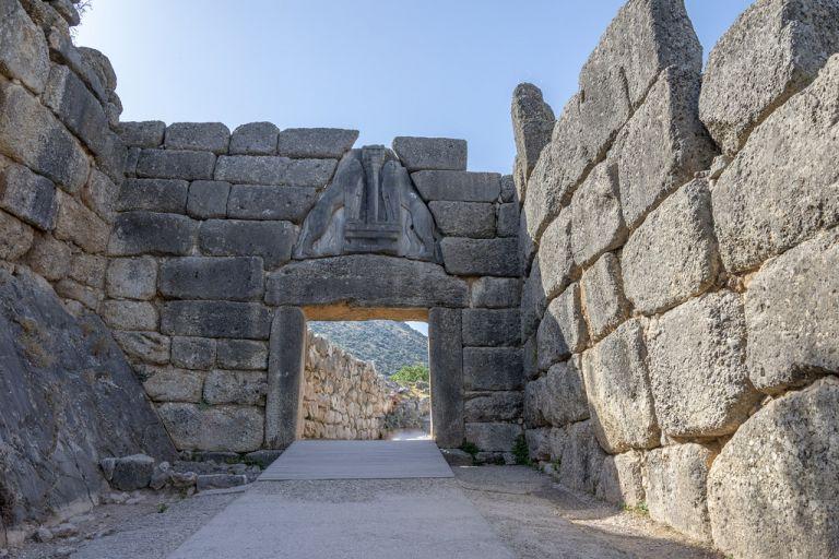 Μυκηναϊκά ξίφη στο Αίγιο «επιβεβαιώνουν την Ιλιάδα του Ομήρου» | tanea.gr