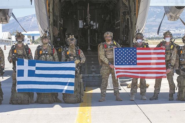 Αμυντική συνεργασία με έξι βάσεις | tanea.gr
