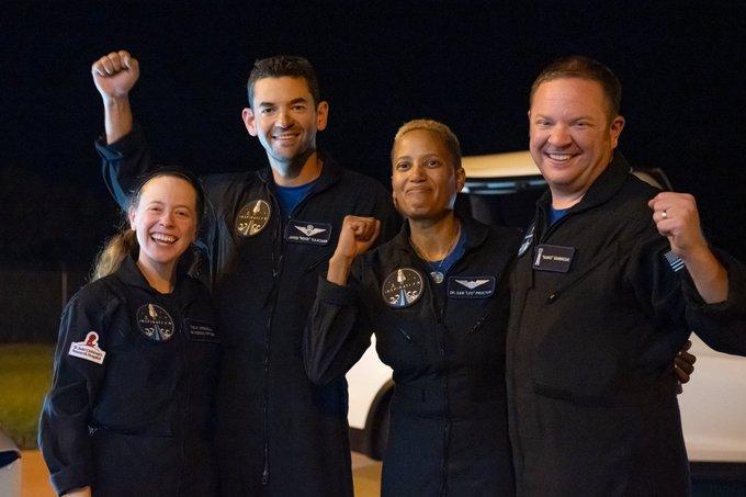 SpaceX – Προσθαλασσώθηκε το σκάφος με τους «τουρίστες» του διαστήματος | tanea.gr