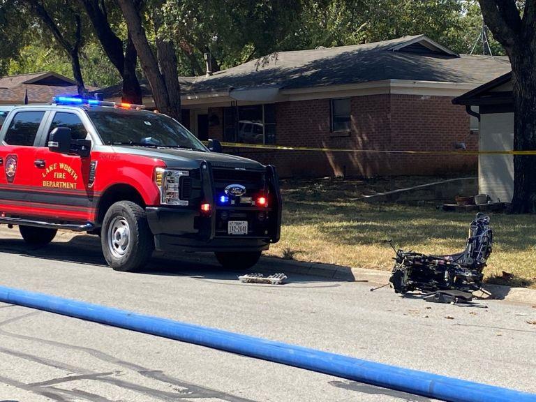 Τέξας – Στρατιωτικό εκπαιδευτικό αεροσκάφος έπεσε σε σπίτια   tanea.gr