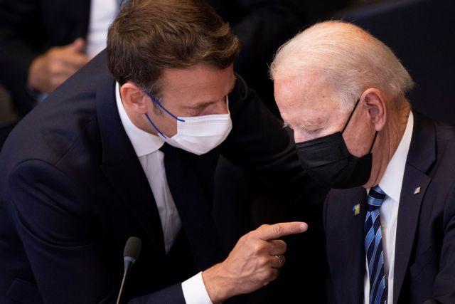 Γαλλία – Τηλεφωνική συνομιλία για διευκρινίσεις θα έχoυν Μακρόν και Μπάιντεν   tanea.gr