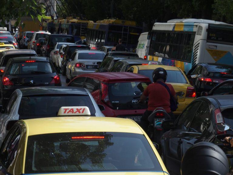 Χάος στους δρόμους της Αθήνας – Πού παρατηρούνται ουρές χιλιομέτρων   tanea.gr