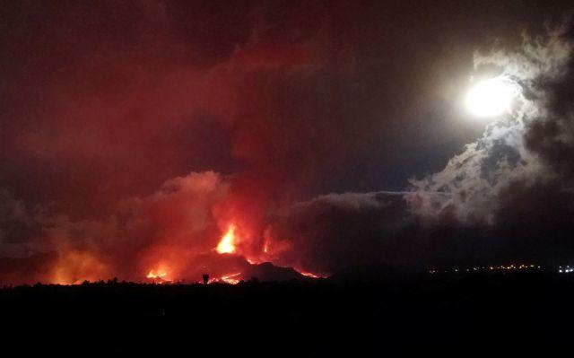 Λα Πάλμα – Εξακολουθεί να ρέει η λάβα από το ηφαίστειο – Συνεχείς εκκενώσεις οικισμών   tanea.gr