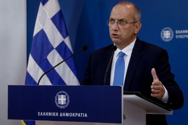 Σε εξέλιξη η ενημέρωση από τον κυβερνητικό εκπρόσωπο Γιάννη Οικονόμου | tanea.gr