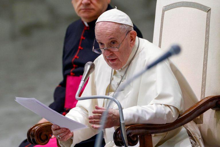Διαψεύδονται οι φήμες περί παραίτησης του πάπα Φραγκίσκου | tanea.gr