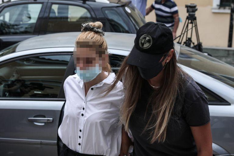 Υπόθεση κοκαΐνης – Κόλαφος η μητέρα της παίκτριας ριάλιτι – «Εάν διακινούσε ναρκωτικά ας φυλακιστεί ισόβια» | tanea.gr