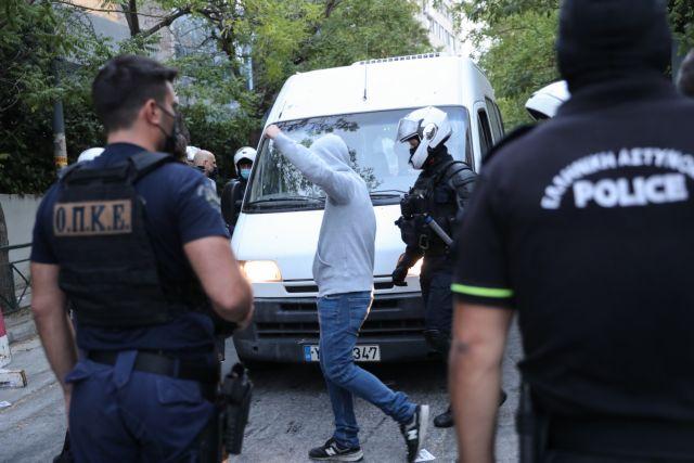 Ρουβίκωνας – 24 συλλήψεις μετά την εισβολή στο υπουργείο Περιβάλλοντος | tanea.gr