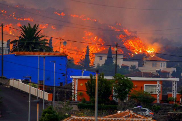 Ισπανία – Χιλιάδες κάτοικοι της Λα Πάλμα εγκατέλειψαν τις εστίες – Λάβα εκλύεται από το ηφαίστειο Κούμπρε Βιέχα   tanea.gr