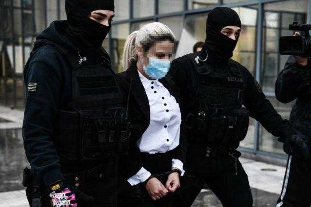 Επίθεση με βιτριόλι – Με συγγνώμη ξεκίνησε την απολογία της η 37χρονη δράστρια   tanea.gr