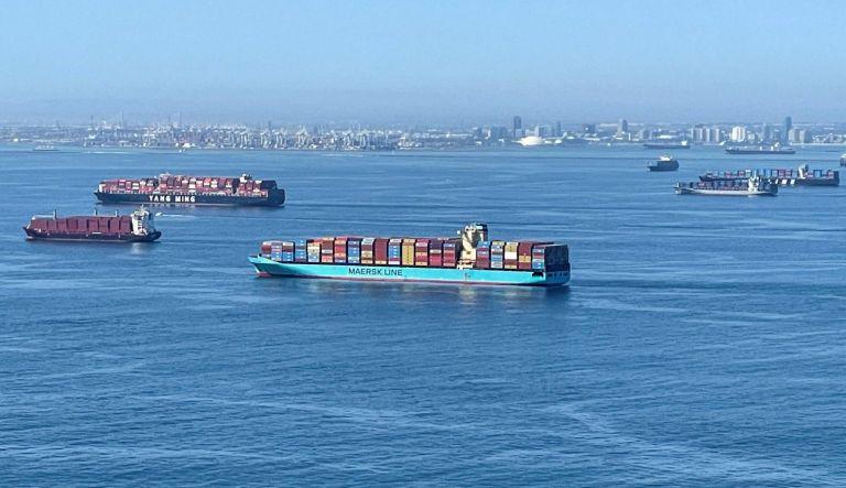Πρωτόγνωρο «μποτιλιάρισμα» πλοίων στο λιμάνι του Λος Αντζελες – «Καθηλωμένα» 500.000 εμπορευματοκιβώτια | tanea.gr