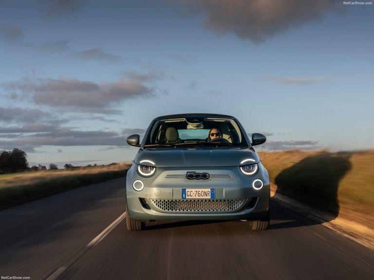 Fiat 500e: Το μικρό, ηλεκτρικό μοντέλο κερδίζει τις εντυπώσεις στην αυτονομία, τις επιδόσεις και την τεχνολογία | tanea.gr