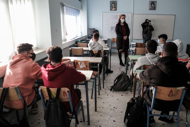 Μαίνεται ο «πόλεμος» υπ. Παιδείας και εκπαιδευτικών για την αξιολόγηση | tanea.gr