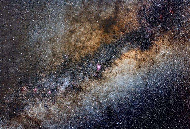 Ανεξήγητα ραδιοσήματα από το κέντρο του Γαλαξία προβληματίζουν τους αστρονόμους   tanea.gr