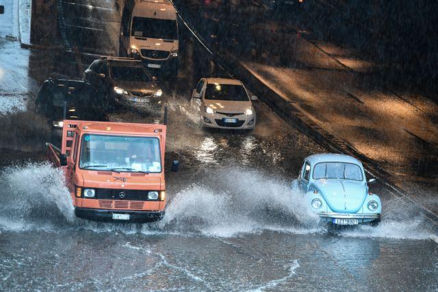 Κακοκαιρία «Μπάλλος» – Εκλεισε τμήμα της Κηφισίας λόγω συσσώρευσης νερού   tanea.gr