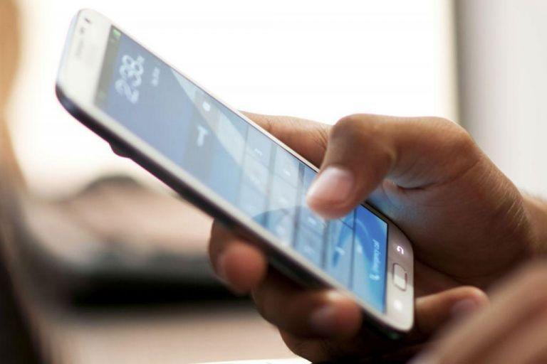 «Κούρεμα» στο τέλος κινητής τηλεφωνίας – Τι μείωση θα δούμε στους λογαριασμούς του κινητού | tanea.gr
