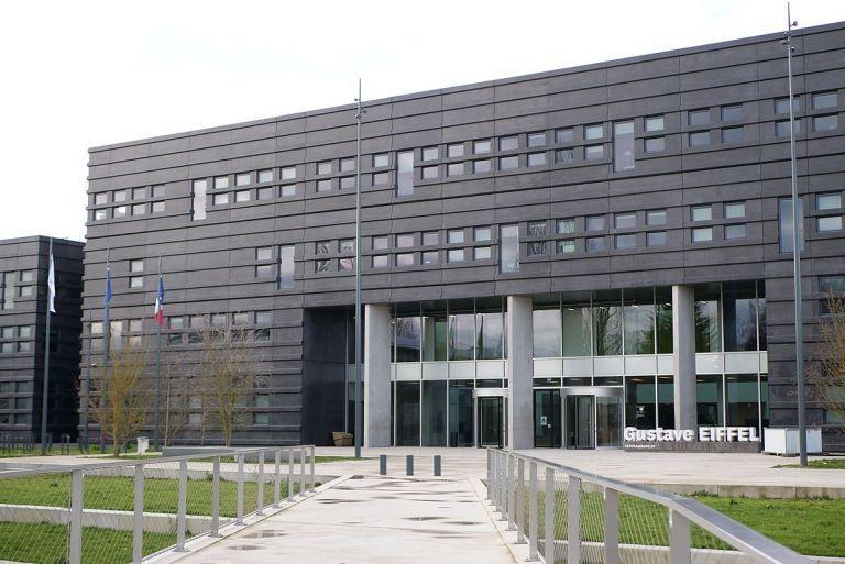 Γαλλία –  Δεκάδες σπουδαστές πασίγνωστης σχολής καταγγέλλουν πως έπεσαν θύματα βιασμού   tanea.gr