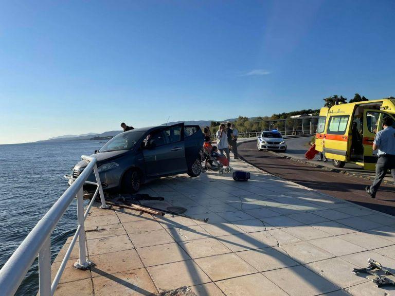 Αλεξανδρούπολη – Αυτοκίνητο προσέκρουσε σε παγκάκι και πέταξε γυναίκα στη θάλασσα | tanea.gr
