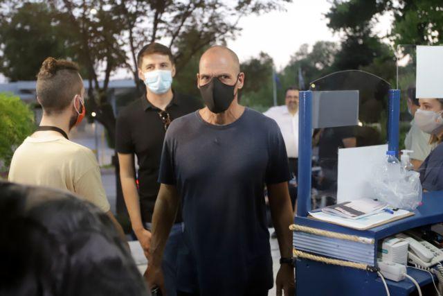 Γιάνης Βαρουφάκης – Θύμα κλοπής ο γραμματέας του ΜεΡΑ25 | tanea.gr